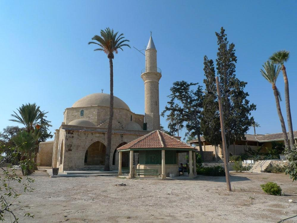 Mosque of umm haram bears the memory of first female muslim martyr 4965361 halasultantekkehalasultanmosqueinlarnacalarnaca thecheapjerseys Gallery